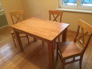 Tischkombination mit 3 Stühlen