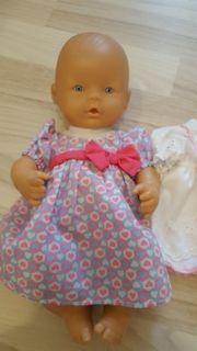 Puppe mit blauen Augen
