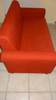 Schönes, rotes Sofa