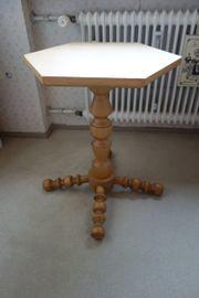 Handgedrechselt Tischchen aus