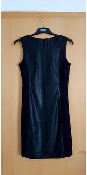 Schwarzes Etui Kleid...