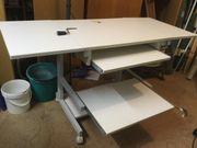 höhenverstellbarer Computertisch zu