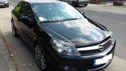 schwarzer Opel Astra
