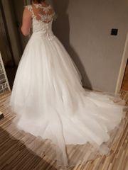 Brautkleid sucht neue Besitzerin für