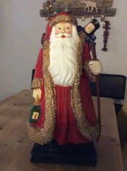 Weihnachtsmann aus Pappe