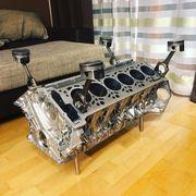 V12 Motortisch