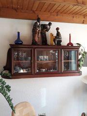 Alte Hängevitrine von 1928 restauriert