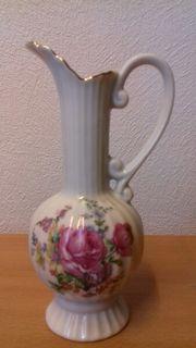 nette kleine Vase aus Porzellan