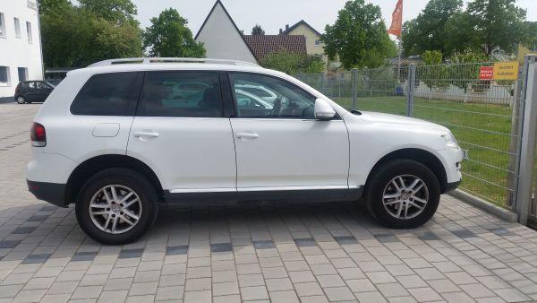 Verkaufe Volkswagen Touareg 3. 0 V6 TDI DPF Automatik Exclusive Edition - Frankenthal - Volkswagen, Touareg, SUV/Geländewagen, Diesel, 165 kW, 129.000 km, EZ 10/2006, Automatik, Weiß. Vollleder Schwarz Sitzplätze 5 Türen 5 Sicherheit ABS Beifahrerairbag Fahrerairbag Alarmanlage Kurvenlicht Nebelscheinwerfer Tagfahrlicht Xen - Frankenthal