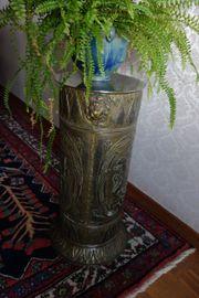 Dekorative Messingsäule