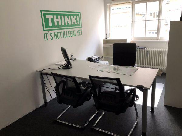 Helles Büro Arbeitsplatz In Nürnberg