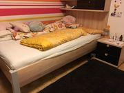 Jugendbett mit Rückwand und Nachtkästchen