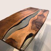 Handgefertigter Massivholz Esstisch walnuss mit