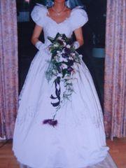 Traumhaftes Brautkleid aus
