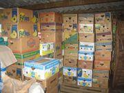 Randvolle Bananenkartons mit Hausrat für