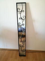 Wandspiegel mit Gusseisenverzierung
