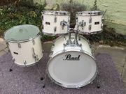 Schlagzeug / Drums: Pearl