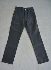 Jeans in Glattlederoptik,