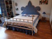 Romantisches Bett aus