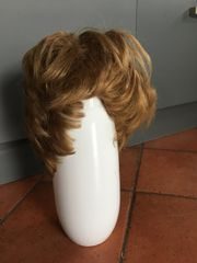 Haarteile, Perücken, Kunsthaar
