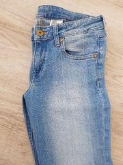 Blaue Jeans von