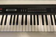 Diverse Synthesizer und Geräte Roland