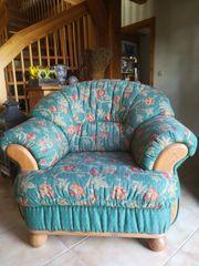 Gemütlicher und bequehmer Sessel im