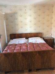 Betten mit Nachtkästchen kostenlos abzugeben