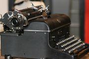 Schreibmaschine von J Bucher Mannheim