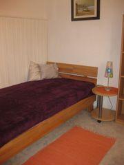 Möbliertes Einbett-Zimmer ,