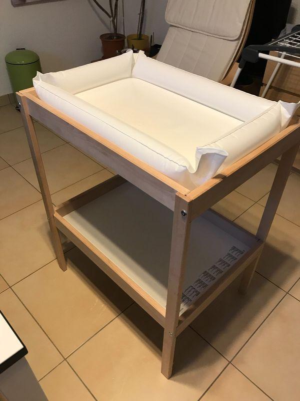 IKEA Sniglar Wickeltisch mit Zubehör - Freinsheim - Hallo verkaufe einen gerade mal 5 Monate alten Wickeltisch von IKEA Sniglar, wie neu. Er wurde nur als Ersatz eingesetzt und daher kaum benutzt. Dazu gibt es die aufblasbare Wickelunterlage mit einem waschbaren Bezug.Nur an Selbstabholer, kei - Freinsheim
