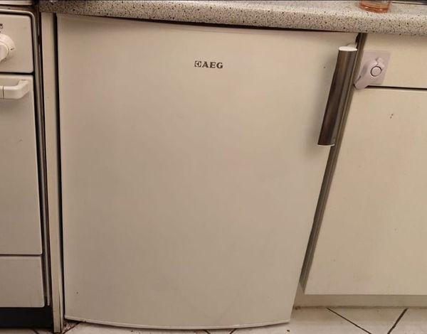 Aeg Santo Kühlschrank Mit Gefrierfach : Aeg kühlschrank s tsw a in berlin kühl und