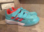 Adidas Hallenschuhe Gr 33