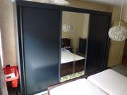 Schlafzimmerschrank sw mit Schiebetüren Highboard