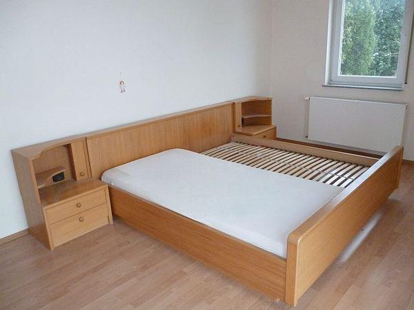 Schlafzimmer, Couch, Computertische, Wandregalsystem, Reifenständer ...