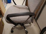 Neuer Schreibtischstuhl in grau