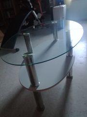 Glastisch mit weisser Ablage