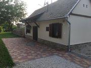 Voll renoviertes schönes kleines Kellerhaus