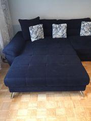 großes Sofa mit