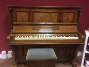 Schönes Klavier von