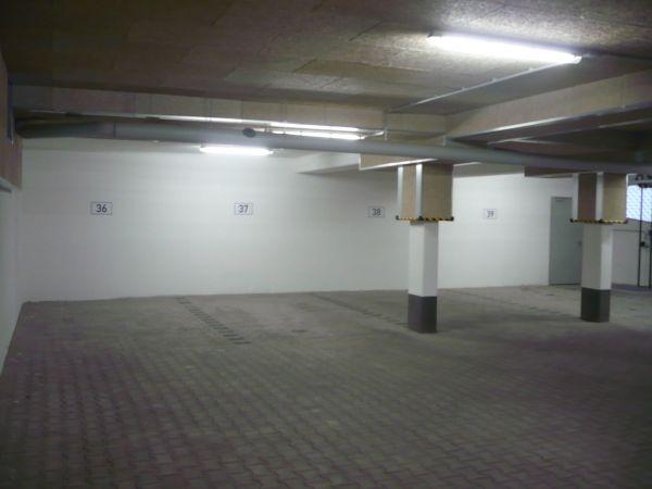 Heller Tiefgaragenplatz (eben) » Garagen, Stellplätze