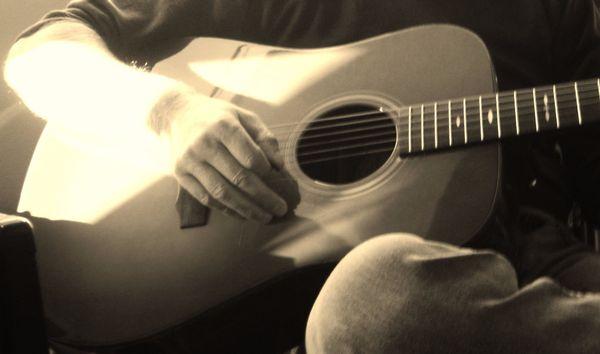 Akustik-Gitarrist gesucht » Bands, Musiker gesucht