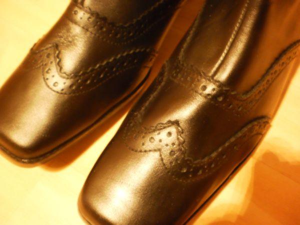schönes Paar Damen Stiefeletten in schwarz aus echtem Leder - Recklinghausen Innenstadt - Ich biete hier ein schönes Paar echte schwarze Damen Leder Stiefeletten an. Diese haben einen seitlichen Reißverschluss sowie ein schönes Muster, das sieht man auf den Fotos. Die Schuhe sind ungetragen und somit wie neu. Sie - Recklinghausen Innenstadt