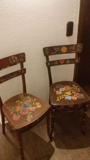 2 alte Stühle bemalt