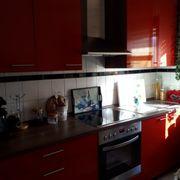 Schöne rote Küche