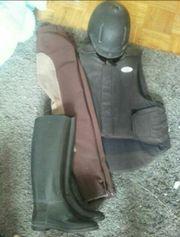 Reitbekleidung, Hose, Helm,