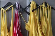Sommer Damenkleider rot und gelb