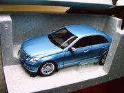 Mercedes-Benz E Klasse blaum Minichamps -