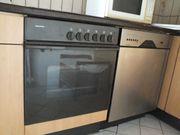 Küchenschränke mit Geräten