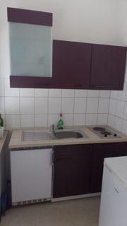 Küchenzeile mit Kühlschrank Kochplatte und